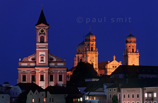 [GERMANY.BAYERN 00653] 'St. Pauls church and cathedral in Passau.'  Passau is the last German city before the Austrian border and maybe the prettiest. Here the Inn flows into the Danube and the Ilz as well. You never need to search a long time to find a river front promenade. The Inn is green and the Ilz brown, so whatever people sing about the Danube, this never adds up to blue. Photo Paul Smit.