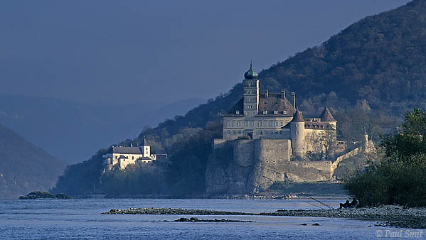 [AUSTRIA.NIEDER 03594] 'Schönbühel castle.'  The Wachau is seen by many as the most beautiful part of the Danube. Indeed, it's hard to find a more romantic landscape between source and Black Sea. It's on the list of UNESCO World Heritage Sites. The western part, from Melk to Spitz, is known for its steep, wooded slopes, sprinkled with monasteries and castles, like the Schönbühel castle. Photo Paul Smit.