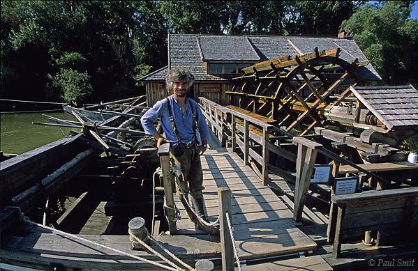 [AUSTRIA.NIEDER 03699] 'Martin Zöšberl and his floating mill.'  Once the Danube boasted many ship mills: water mills, floating on the river that turned the wheel. During the last decennies only Romania had some left, in an open air museum. Until Martin Zöšberl in Orth an der Donau decided to built an authentic ship mill with his own hands, using technical drawings from around 1800. After three years it was finished and functioned properly. Because it floats you can reach it only over water: with the Tschaike, a reconstruction itself of a boat dating 1530. Photo Paul Smit.