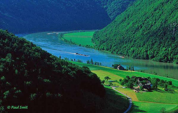 [AUSTRIA.OBER 04198] 'Danube near Schlögen.'  The Donau-Höhen-Rundwanderweg (Danube Hills Path) between Passau and Linz offers beautyful views at the river, like here near Schlögen. Photo Paul Smit.