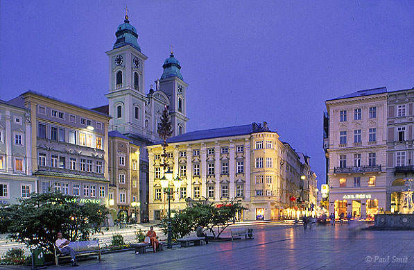 [AUSTRIA.OBER 04215] 'Evening at the Haupplatz.'  Hitler loved Linz and rewarded it with lots of employment in the form of industry. The allied bombs it attracted did the town no good. Surprising therefore that the city centre has such a historic feel again. Photo Paul Smit.