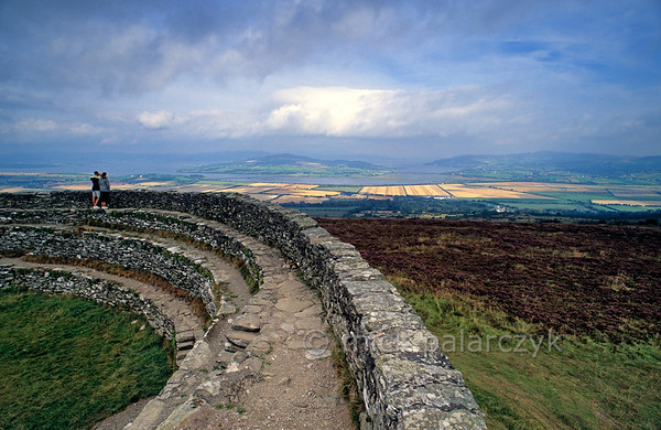 [IRELAND.DONEGAL 21.824] 'Prehistoric fort.'  The ring wall of the prehistoric hill fort 'Grianán Ailigh', west of Londonderry, offers a fine view of the Donegal coast, Inch Island and Lough Swilly. Photo Mick Palarczyk.