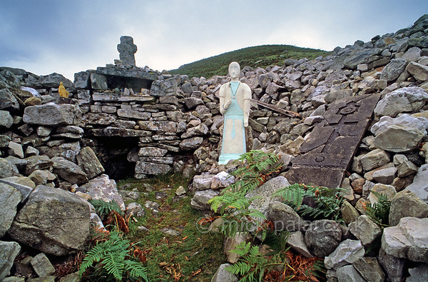 [IRELAND.DONEGAL 21.779] 'Holy well.'  	Holy well of St.Columb near Glencolumbkille. Every year on Columb's name-day (june 9th) pilgrims climb to this remote spot. As penance they carry three stones which are left at the well. Photo Mick Palarczyk.