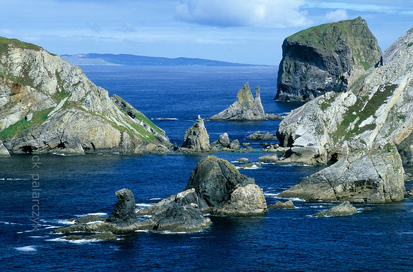 [IRELAND.DONEGAL 21.798] 'Coast at Port.'  	At Port, north of Glencolumbkille, sea-stacks and little islands give the Donegal coastline a dramatic appearance. Photo Mick Palarczyk.