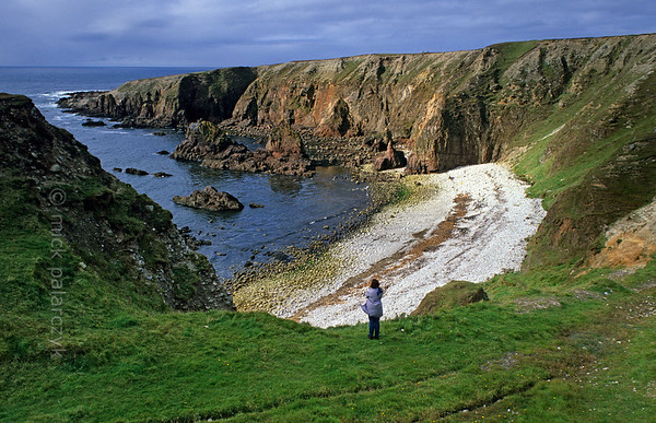 [IRELAND.DONEGAL 21.810] 'Bloody Foreland.'  	Bloody Foreland, west of Falcarragh, owes its name to the red colour of its cliffs. Photo Mick Palarczyk.