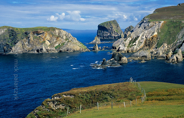 [IRELAND.DONEGAL 21.797] 'Seastacks at Port.'  At Port, north of Glencolumbkille, sea-stacks and little islands give the Donegal coastline a dramatic appearance. Photo Mick Palarczyk.