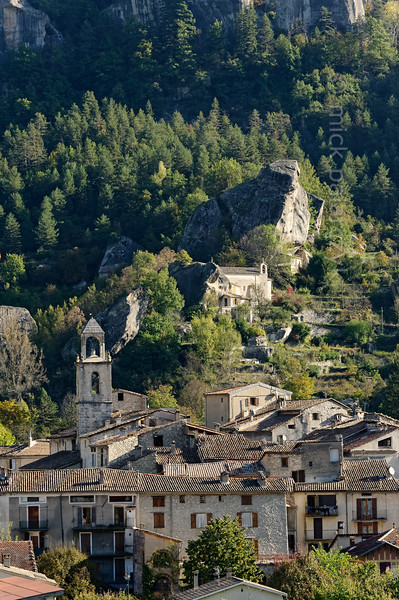 The village of Annot in the valley of the Vaïre.