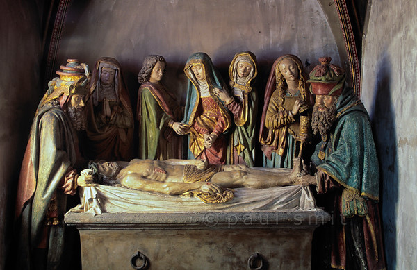 [FRANCE.AUVERGNE 28934] 'Entombment of Christ in Salers.'  The St. Matthieu church of Salers in the western Cantal has a splendid late medieval stone statue group depicting the interment of Christ. It is a work of the Burgundian school but also shows Flemish influences. In the centre Mary is consoled by St. John and the two extremities are occupied by the old men Nicodemus and Joseph of Arimathea. Mary Magdalene can be recognized by her free flowing hair. She is carrying a jar with aromatics for the anointing of the body. Photo Paul Smit.