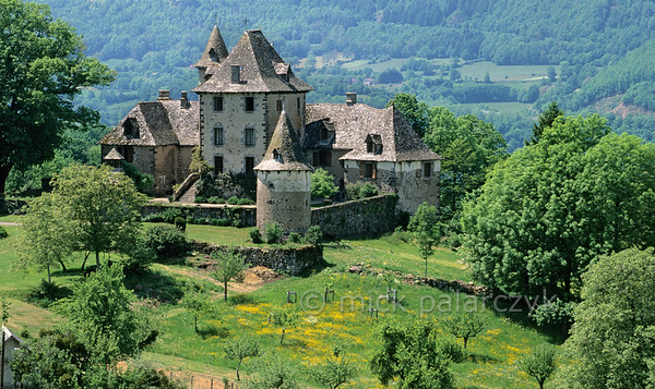 [FRANCE.AUVERGNE 28951] 'Castle of Vixouze.'  The central keep of the Château de Vixouze near Polminhac in the Cantal dates from the 13th century, but the castle has been remodelled and extended in the 15- 18th century. Photo Mick Palarczyk.