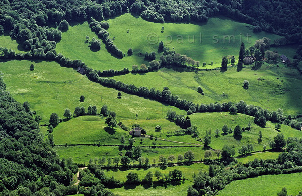 [FRANCE.AUVERGNE 28925] 'Pastures in Vallée de la Maronne.'  Landscape with pastures and hedges in the Vallée de la Maronne, one of the western radial valleys in the Monts du Cantal. Photo Paul Smit.
