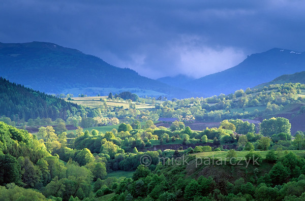 [FRANCE.AUVERGNE 28888] 'Alagnon valley.'  The valley of the Alagnon river east of Murat. On the horizon the Plomp du Cantal, the highest mountain of the region. Photo Mick Palarczyk.