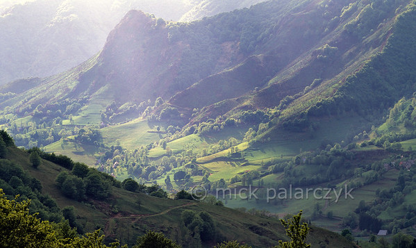 [FRANCE.AUVERGNE 28902] 'View from Col du Pertus.'  View from the Col du Pertus 91309 m) into the Vallée de Mandailles, one of the most beautiful valleys of the Cantal. Photo Mick Palarczyk.
