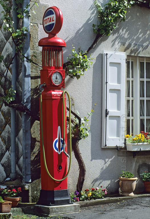 [FRANCE.AUVERGNE 28905] 'Old petrol pump.'  Old petrol pump in St. Julien-de-Jordanne, a village in the Vallée de Mandailles. Photo Paul Smit.