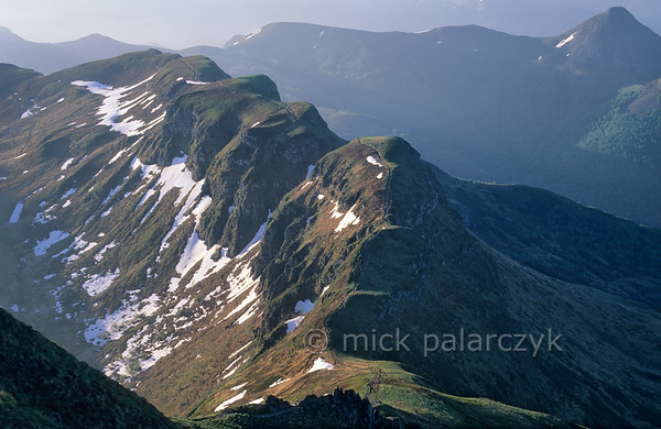 [FRANCE.AUVERGNE 28945] 'View from the Puy Mary.'  When one looks down from the summit of the Puy Mary (Cantal) in an easterly direction, the mountain ridge of the Brèche de Roland comes into view: the eroded remnant of an ancient lava flow. In the upper right corner the Puy Griou is visible. Photo Mick Palarczyk.