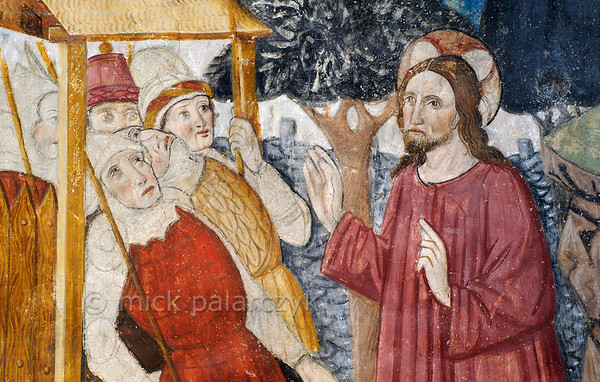 [FRANCE.ALPSSOUTH 29083] 'Soldiers in Garden of Gethsemane.'  The fifth of twenty panels depicting the Passion of Christ in the Chapelle des Pénitents Blancs at La Tour shows Roman soldiers entering the gate of the Garden of Gethsemane (detail).  Although intending to arrest him, they seem a bit taken aback by the presence of Jesus. The fresco was executed in 1492 on the chapel's left wall by Currand Bravesi and Guirard Nadal, two of the so-called 'peintres primitifs niçois' (primitive painters of Nice). The painters seem to have left part of the soldiers' garments in an unfinished state. La Tour sur Tinée is a village in the French Alps, 30 km north of Nice. Photo Mick Palarczyk.