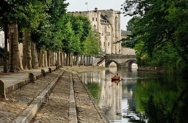 [FRANCE. ATLANTIC 29998] 'Donjon of Niort.'