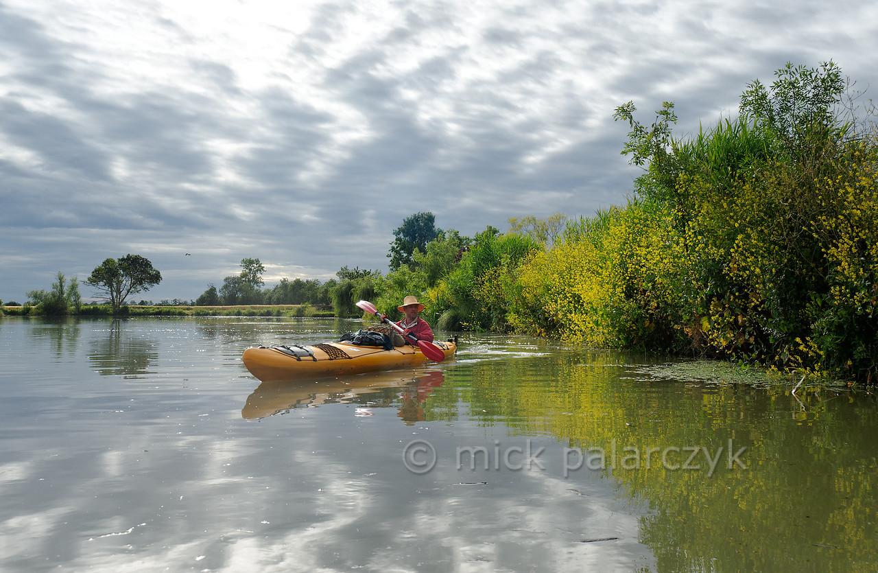 [FRANCE. ATLANTIC 30046] 'Kayaker west of Maillé.'