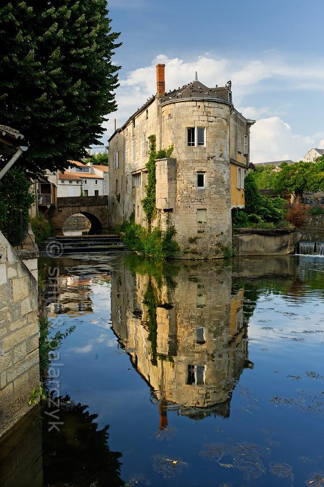 [FRANCE. ATLANTIC 30005] 'Sèvre in old centre of Niort.'