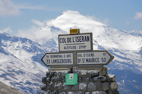 [FRANCE.ALPSNORTH 10931] 'Highest pass of the Alps.'  With 2770 m the Col de l'Iseran is the highest road pass of the Alps. (But not the highest road. That honour goes to the Col de la Bonette in the Maritime Alps. Although that pass only reaches 2715 m, an extra loop of asphalt brings you to an altitud of 2802 m). It connects the Tarentaise, in the north, with the Maurienne in the south. Photo Paul Smit.