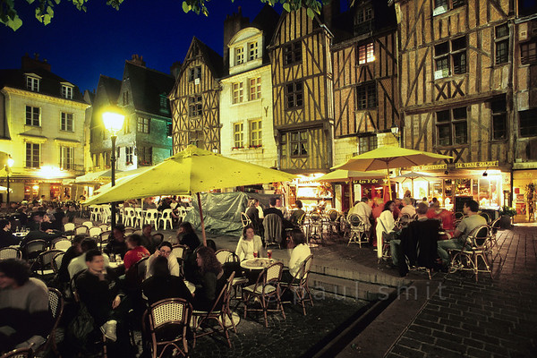 [FRANCE.LOIRE 10842] 'Place Plumereau in Tours.'  	Enclosed by 15th century houses, the Place Plumereau in Tours is a nice spot to spend the evening. Photo Paul Smit.