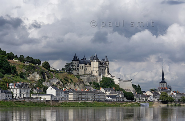 [FRANCE.LOIRE 10868] 'Saumur and its castle.'  Saumur and its medieval castle seen from the Loire. Photo Paul Smit.