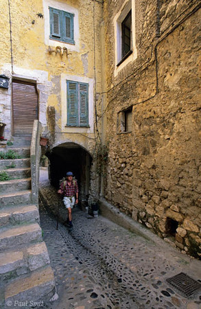 [FRANCE.COTEDAZUR 2713]  'Hiker in Gorbio.'  Hiker in the perched village of Gorbio in the hinterland of Menton. Photo Paul Smit.