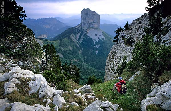 [FRANCE.ALPSNORTH 24.494] 'Mont Aiguille-4.'  Millennia of erosion have isolated the needle of the Mont Aiguille from the main limestone massif of the Hauts Plateaux du Vercors. Here a view from the Rochers du Parquet, at the eastern edge of the plateau. Photo Paul Smit.