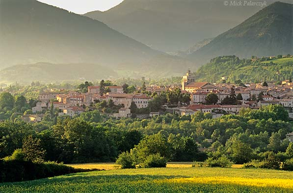 [FRANCE.ALPSSOUTH 24.363] 'Die in Drôme valley.'  The town of Die slumbers in the evening sunlight amidst the wooded slopes of the Drôme valley. Photo Mick Palarczyk.