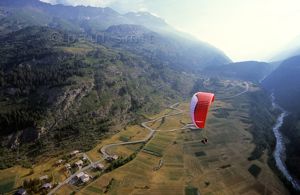 [FRANCE.ALPSNORTH 10967] 'Like an eagle.'  Would you like to enjoy the Haute Maurienne from another perspective? Then try a tandem paragliding flight. Claire and Zébulon, famous for their flight from the Mount Everest, can take you as a passenger, high above Lanslevillard. Photo Paul Smit.