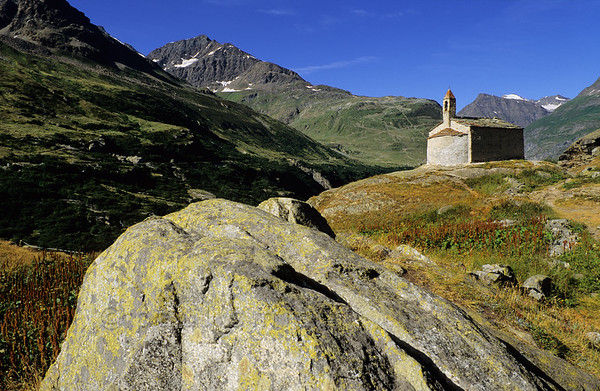 [FRANCE.ALPSNORTH 10942] 'Chapelle Sainte Marguerite in Écot.'  At more then 2000 m altitude the Chapelle Sainte Marguerite stands next to the hamlet of Écot (invisible in the photo), near Bonneval-sur-Arc. It dates from the 12th century and its rude architecture fits perfectly in the harsh world of the high mountains surrounding it. Photo Paul Smit.