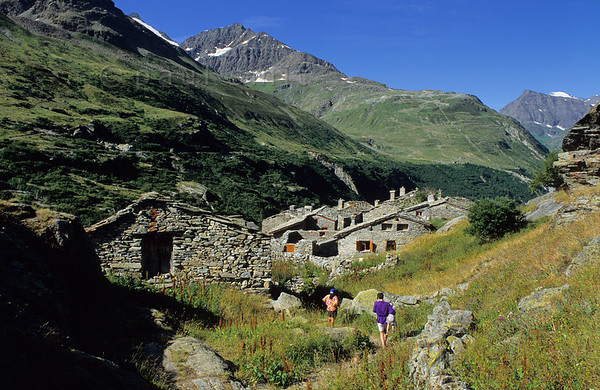 [FRANCE.ALPSNORTH 10941] Écot.'	  Perhaps the most beautiful hamlet of the Haute Maurienne is Écot, near Bonneval-sur-Arc. Is has been restored with love for authenticity and consists mainly of summer holiday houses. Because of its altitude of 2027 m it isn't inhabited in winter. Photo Paul Smit.