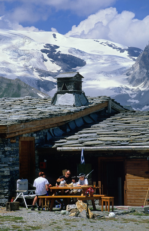 [FRANCE.ALPSNORTH 10994] 'Refuge du Plan du Lac.'  One of the best ways to enjoy a hike high up in the Vanoise national park, without a long climb to begin with, is by first taking the car from Termignon, in the Haute Maurienne, to the Bellecombe parking. From there it is an easy walk to the Refuge du Plan du Lac, a mountain hut in splendid surroundings, overlooking the glaciers of the Vanoise. There you can have lunch before continuing the hike. Photo Paul Smit.