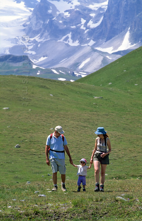 [FRANCE.ALPSNORTH 10997] 'Enjoying the Vanoise national park.'  One of the best ways to enjoy a hike high up in the Vanoise national park, without a long climb to begin with, is by first taking the car from Termignon, in the Haute Maurienne, to the Bellecombe parking. From there it is an easy walk to the Refuge du Plan du Lac. This mountain hut, overlooking the glaciers of the Vanoise, is a good starting point for day hikes or small walks. Photo Paul Smit.