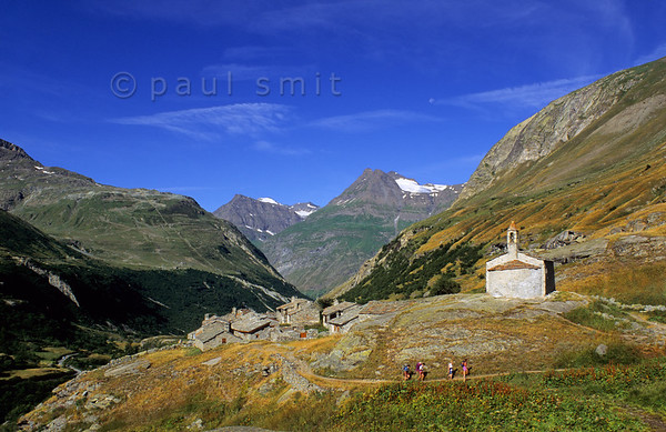 [FRANCE.ALPSNORTH 10943] 'Chapelle Sainte Marguerite in Écot.'  At more then 2000 m altitude the Chapelle Sainte Marguerite stands next to the hamlet of Écot, near Bonneval-sur-Arc. It dates from the 12th century and its rude architecture fits perfectly in the harsh world of the high mountains surrounding it. Écot is a favorite starting point for hikes in the upper Arc valley, where you enter the Vanoise national park. Photo Paul Smit.