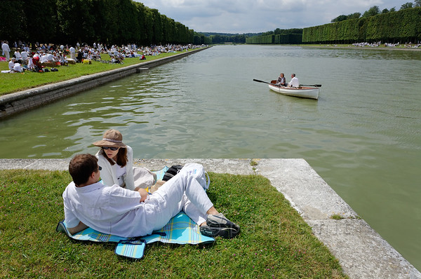 "[FRANCE.ILEDEFRANCE 11042] White Picnic of Versailles.'  On Bastille Day, the 14th of July, a wonderful ""Déjeuner sur l'Herbe"" is organized in the gardens of the Palace of Versailles. Thousands of people come together with their picnic baskets and have a festive meal on the banks of the Grand Canal. In English it is known as the Picnic of Versailles or the White Picnic (""pique-nique en blanc""), since white is the dress code. The atmosphere is very relaxed. Photo Paul Smit."