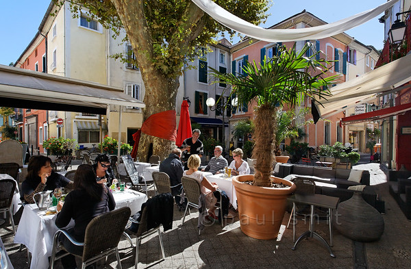 [FRANCE.PROVENCE 10880] 'Orange bow.'  Platans are the iconic trees of Provence. That's why restaurant owner David of Les Amis has decorated the most delightful square of Orange - the Place aux Herbes - with a fancy bow. An orange one, of course. Photo Paul Smit.