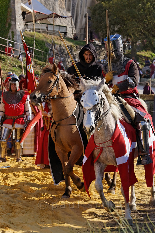 [FRANCE.PROVENCE 10714] 'Medieval event in Les Baux-de-Provence.'  During the summer, some medieval events are organized in the castle of Les Baux-de-Provence. Les-Baux was once the seat of the noble Des Baux family who were Princes of Orange from 1181 till 1386. Photo Paul Smit.