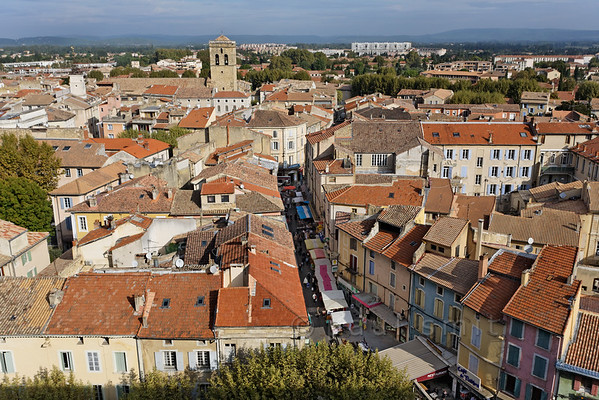 [FRANCE.PROVENCE 10875] 'Under orange roofs.'  Every Thursday is market day in Orange. Provençal products, clothing and bric-a-brac are on sale. It's more a market for locals than tourists, but that is probably the main reason for its charm. Photo Paul Smit.