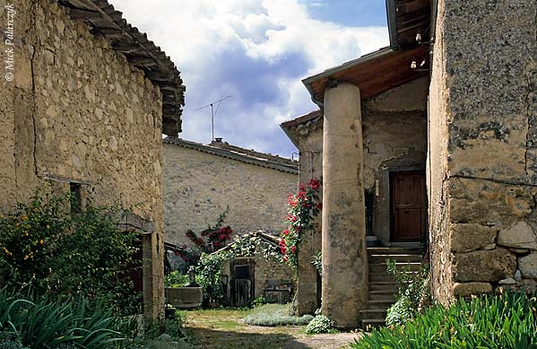 [FRANCE.ALPSSOUTH 24.376] 'Village of Les Tonnons.'  Houses and farms in the Drôme valley have a distinct Mediterranean flavour, as here in the village of Les Tonnons near Châtillon-en-Diois. Photo Mick Palarczyk.