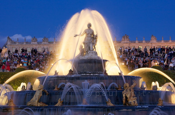 Latona fountain during Fountains Night Show, Versailles.