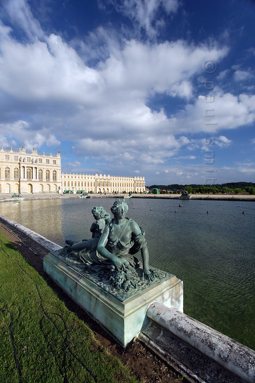 [FRANCE.ILEDEFRANCE 11106] 'Nympf and cherub, Water Parterre, Palace of Versailles.'  Two Water Parterres are situated in front of the Palace of Versailles. These rectangular pools reflect the sunlight towards the façade of the Hall of Mirrors. André Le Nôtre, chief garden architect of Louis XIV, regarded light as an element of the decor, in the same way as the plants This nymph with cupid is situated at the southern pool and is made from bronze in the workshop of Hans Johann-Balthazar Keller vom Steinbock, between 1685 and 1688, after the design of Jean-Melchior Raon. Photo Paul Smit.