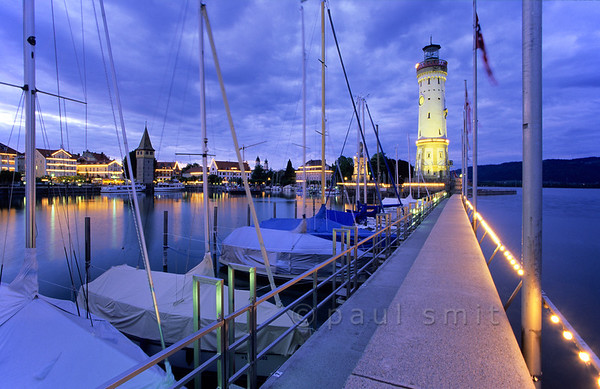 [GERMANY.BAYER 00681]  'Port of Lindau.'  Calling Lindau the 'Venice of Bavaria' is overstated, allthough indeed it's situated on an island. The other slogan fits better: 'The Happy End of Germany'. Waterside terraces overlook the port. Photo Paul Smit.