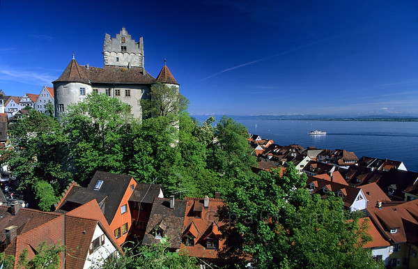 [GERMANY.BAWU 00700]  'Meersburg.'  It is the combination of a mild climate, friendly scenery and picturesque old towns like Meersburg that makes the Bodensee attractive. A fleet of round-trip-boats connects all towns and sites. Photo Paul Smit.