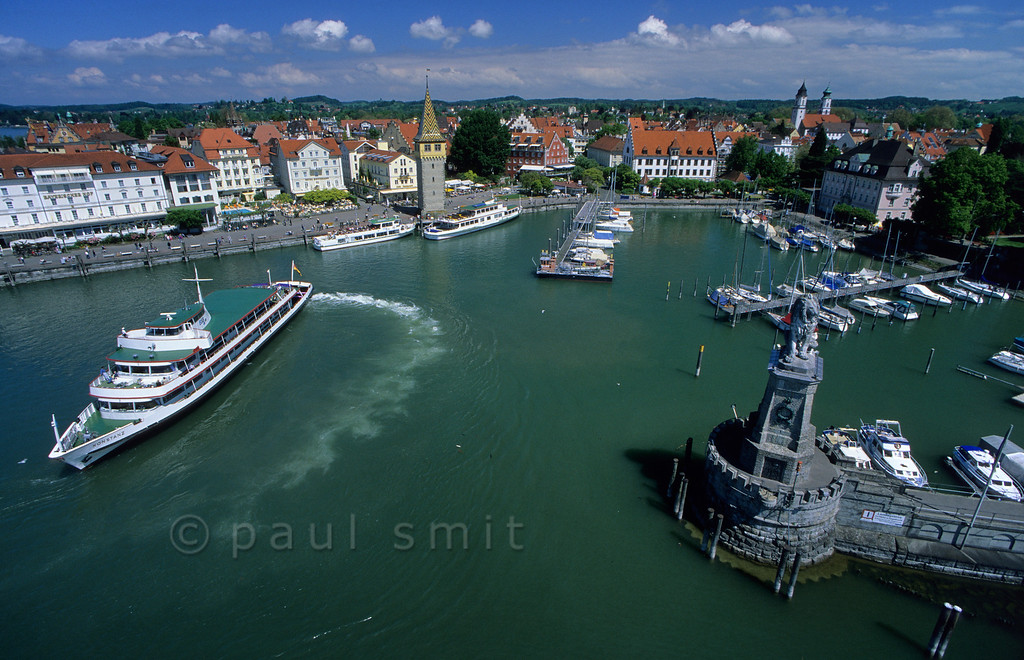 [GERMANY.BAYER 00677]  'White Fleet in Lindau.'   Good alternative to the car: the 'Weiße Flotte', as the combined German, Swiss and Austrian round-trip-boats on the Bodensee are called. Punctual, arriving at all main destinations and accepting cyclists. Photo Paul Smit.