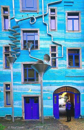 [GERMANY.SACHSEN 7346] 'Courtyard of the Elements.' The Kunsthof Passage in the hip Dresden quarter Neustadt is an explosion of architectural creativity, like here in the Hof der Elemente (Courtyard of the Elements). This façade makes music when it rains. Photo Paul Smit.