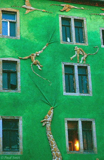 [GERMANY.SACHSEN 7350] 'Courtyard of the Animals.' The Kunsthof Passage in the swinging Dresden quarter Neustadt is an explosion of architectural creativity, like here in the Hof der Tiere (Courtyard of the Animals). Photo Paul Smit.