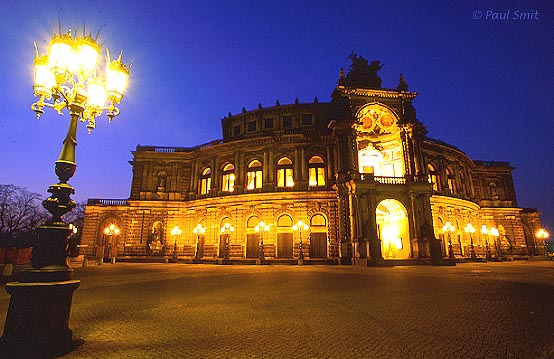 [GERMANY.SACHSEN 7332] 'Semperoper.' The Semperoper, the famous opera house of Dresden, had already been rebuilt before 1989, after it had been destroyed during World War II. Photo Paul Smit.