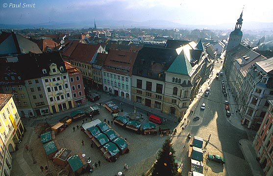 [GERMANY.SACHSEN 7453 'Market square of Bautzen.' In GDR times Bautzen was dark brown. Since 1989 colour has returned, like here on the Hauptmarkt (main market square). Thanks to large scale restauration Bautzen is again one of the most beautiful middle-sized historical cities of Germany. Photo Paul Smit.