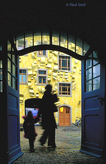 [GERMANY.SACHSEN 7347] 'Courtyard of the Elements.' The Kunsthof Passage in the swinging Dresden quarter Neustadt is an explosion of architectural creativity, like here in the Hof der Elemente (Courtyard of the Elements). Hip shopping meets art. Photo Paul Smit.