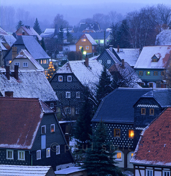 [GERMANY.SACHSEN 7484]  'Obercunnersdorf in winter.'  The Oberlausitz between Bautzen and Zittau has many half-timbered villages, but none of them compares to Obercunnersdorf. This village has a specific type of half-timbered architecture, the Umgebindehäuser. The supporting, wooden framework is not within the walls but around them. The house is actually supported by columns and between the columns a log cabin has been built. In the Oberlausitz, where German and Slavic culture meet, the Slavic log cabin and German half-timbered house combine without melting into one. Photo Paul Smit.